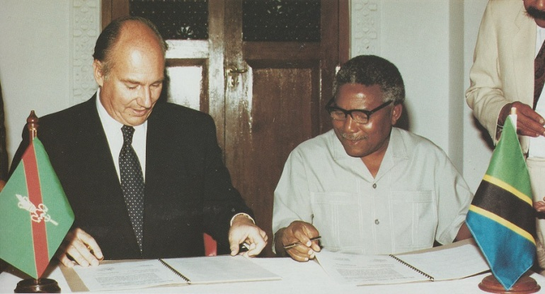 The Aga Khan and Tanzanian President Hassan Ali Mwinyi signing the Accord of Cooperation for Development at the State House in Dar-es-Salaam on July 12, 1991. The Accord stated Tanzania's recognition of the Aga Khan Development Network's long contribution to the development of the country and agreed that the Government would promote an enabling status to accelerate the economic, social and cultural development of Tanzania. Photo: The Ismaili USA, December 13, 1991.