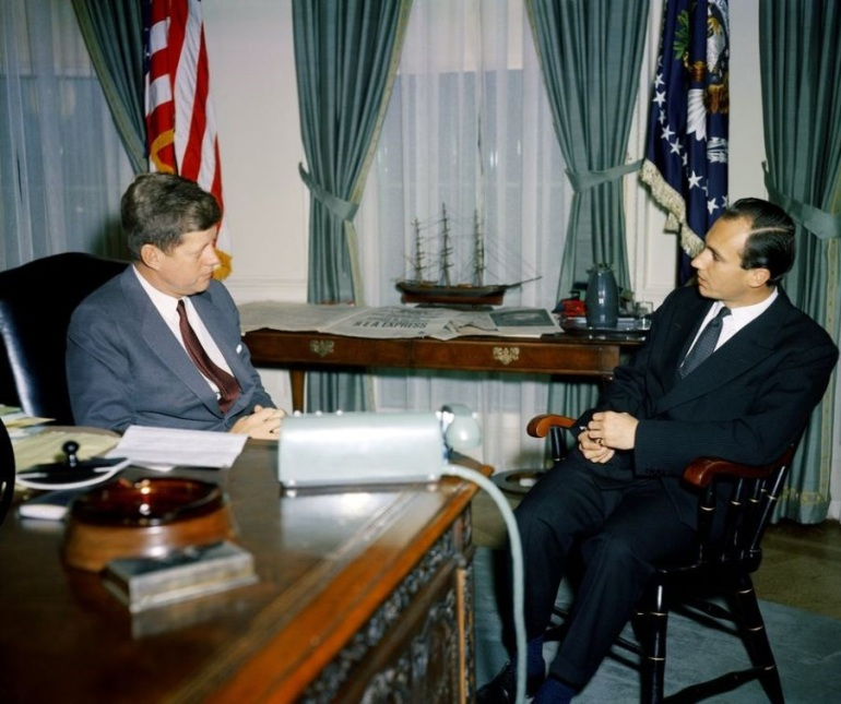 President John F. Kennedy meets with the Aga Khan at the Oval Office, White House, on March 14, 1961. The 49th Ismaili Imam had first met the President in France some six years earlier. Photo: Robert L. Knudsen (Robert LeRoy), 1929-1989.