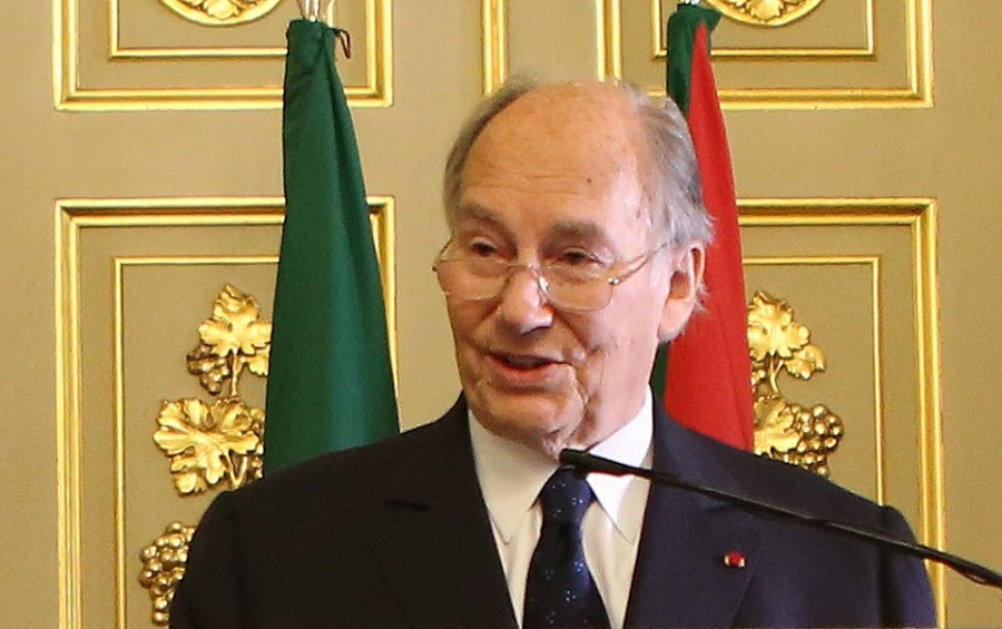The Aga Khan thanks the government of Portugal for inviting the Ismaili Imamat to establish its permanent Seat in Portugal; The Aga Khan signed the landmark agreement with Portugal's Minister of State and Foreign Affairs Rui Machete stablishing a formal Seat of the Ismaili Imamat in Portugal. The Prime Minister Pedro Passos Coelho said that Portugal was honoured by the Imamat's decision to establish its Seat in his country. Photos: The Ismaili/Gary Otte.