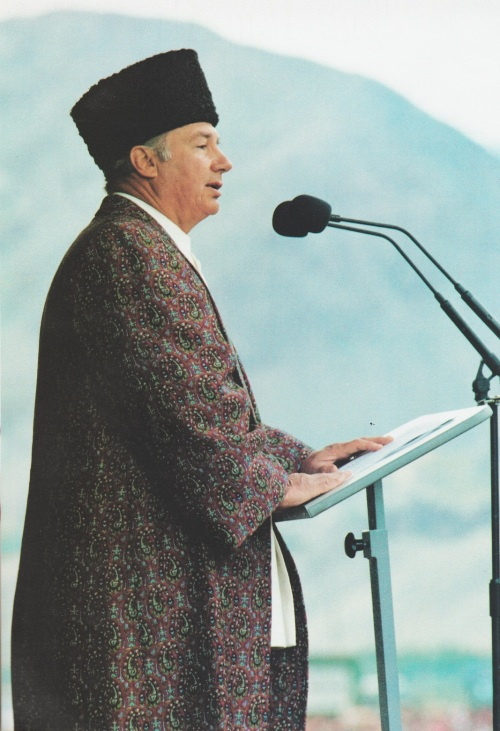 The Aga Khan wearing a black Persian hat, with a long, flowing purple coat covered with gold filigree, addresses his Ismaili followers during his visit to Tajikistan in 1995. Photo: The Ismaili, Special issue, 1995.