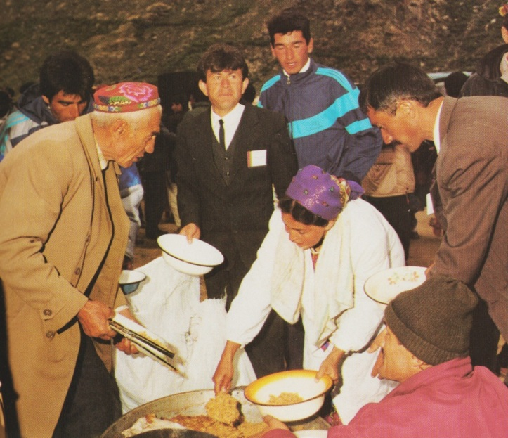 19950522-31_Aga Khan Visit to Central Asia Hospitality Volunteers Serving The Ismaili Special Issue