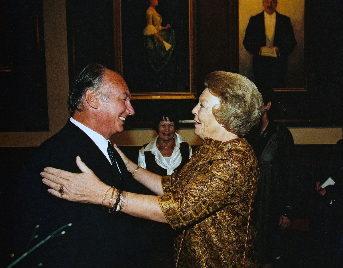 His Highness the Aga Khan welcomed by Queen Beatrix of the Netherlands at Prince Klaus Fund's Conference.