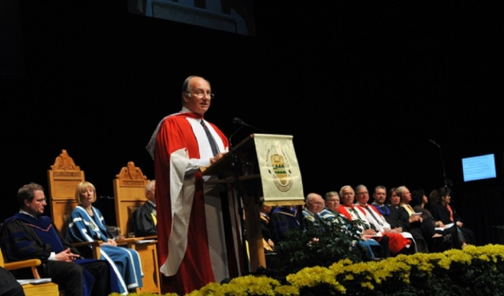 His Highness the Aga Khan delivering his Convocation address at the University of Alberta in Edmonton on June 9, 2009. AKDN/Moez Visram