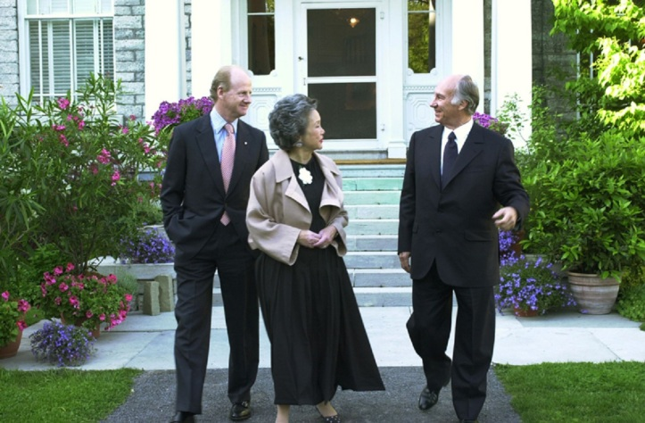 Their Excellencies Governor General Adrienne Clarkson and Mr. John Ralston Saul with His Highness the Aga Khan at Rideau Hall, Ottawa. AKDN/Zahur Ramji