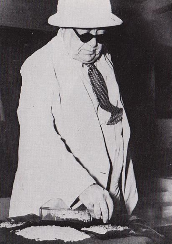 Aga Khan III examining the diamonds that would be used to weigh him in both Bombay and Dar es Salaam. Photo: Ilm, London.