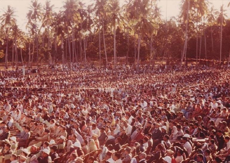 aga-khan-iii-ng-motani-version-crowd