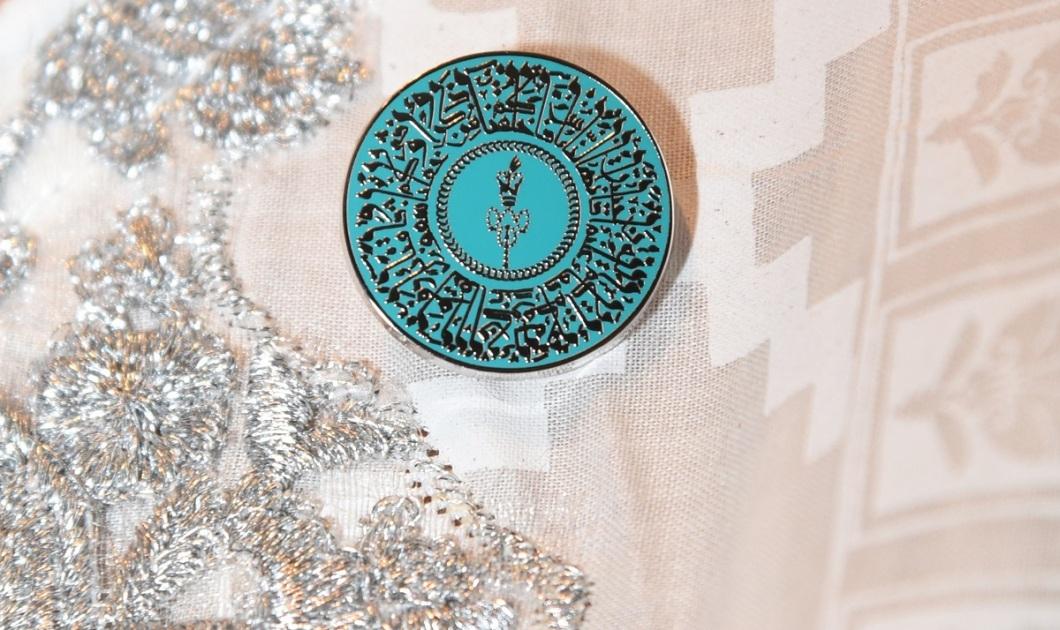 Diamond Jubilee pin photo by Safiq Dewji, Ottawa, 1200