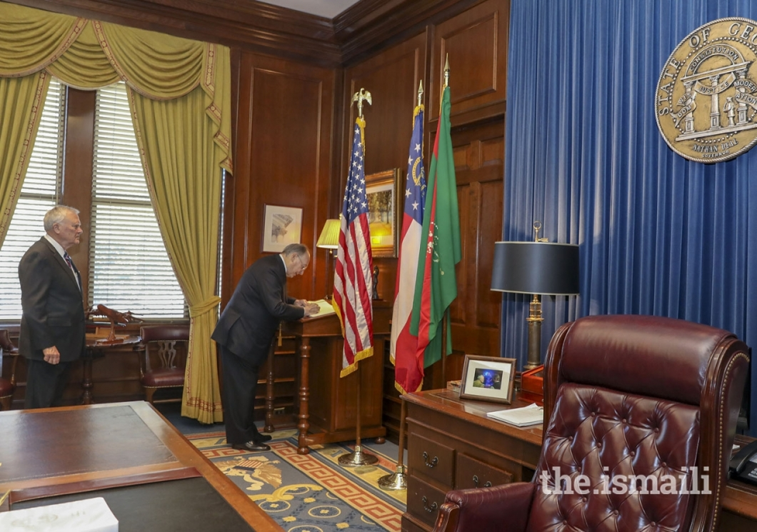 Aga Khan signs guest book in Atlanta