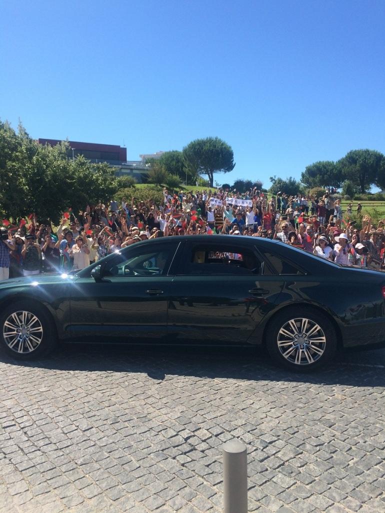 Aga Khan Hazar Imam waves to Ismailis gathered at Lisbon for his Diamond Jubilee