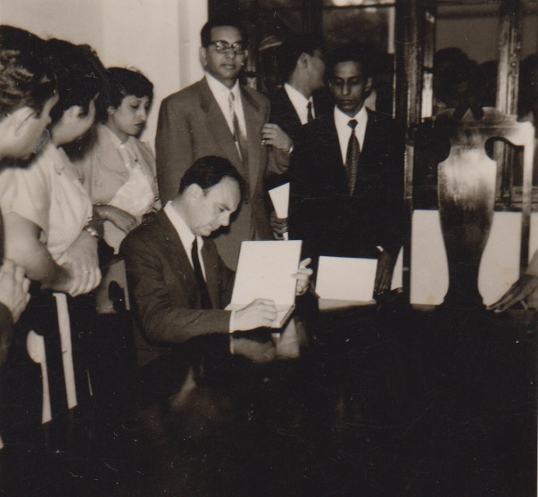 prince-aly-khan-signing-guest-book in lourenco marques
