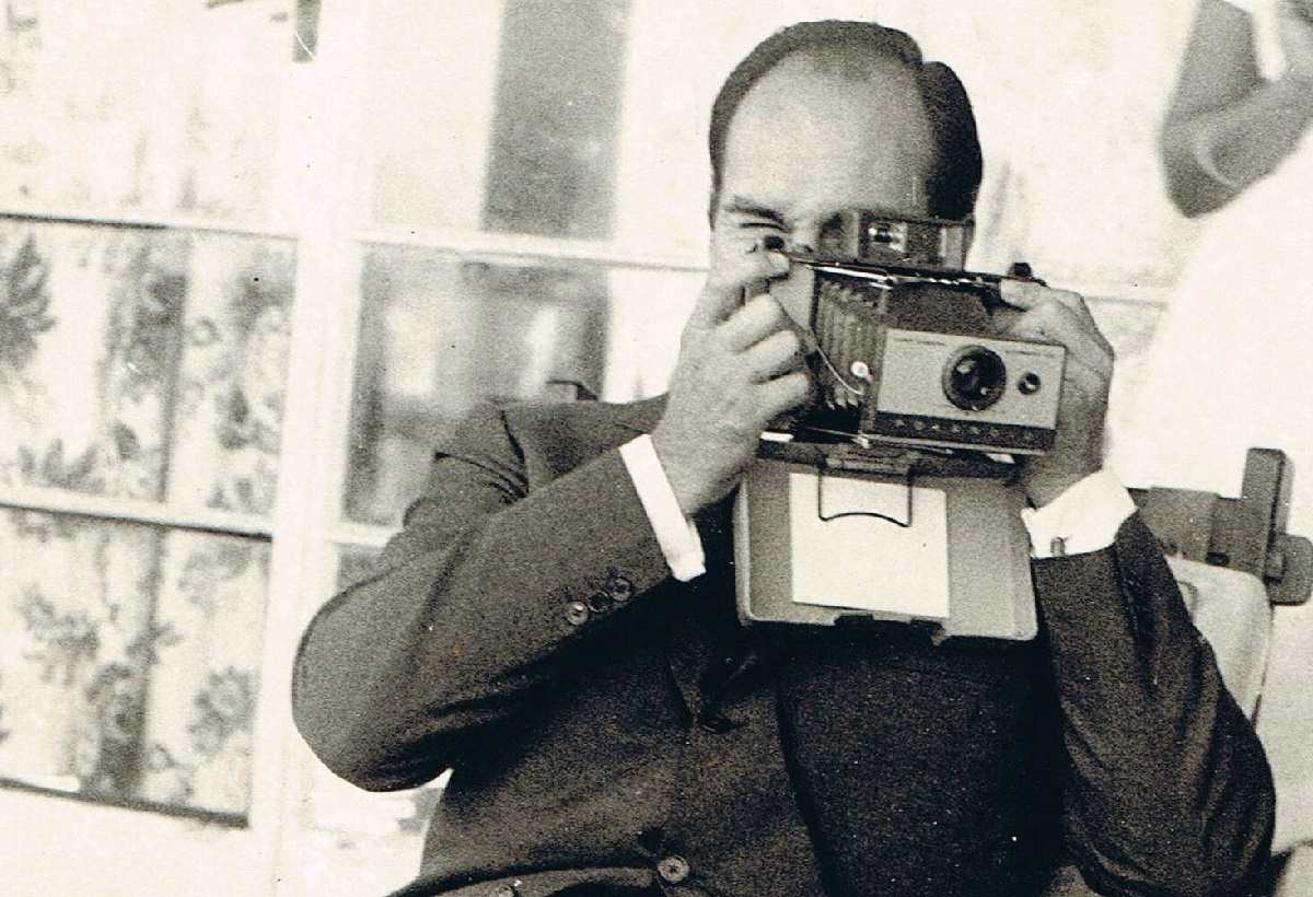 Aga Khan in Mtawra Tanzania, 1966. Tries out polaroid.