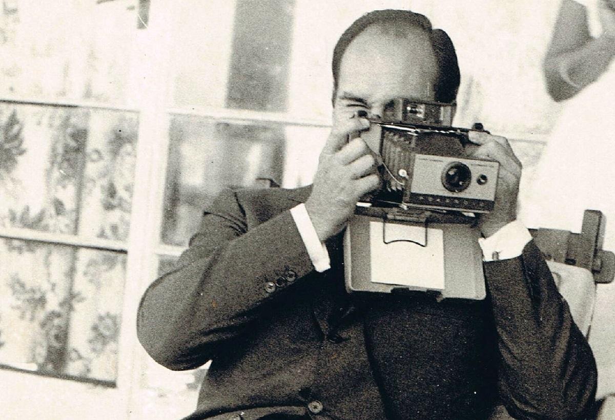 Aga Khan in Mtawra Tanzania, 1966. Tries out polaroid.