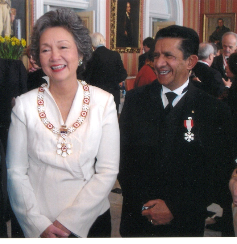 Sultan Jessa with Governor General Adrienne Clarkson in 2005 upon receiving Order of Canada