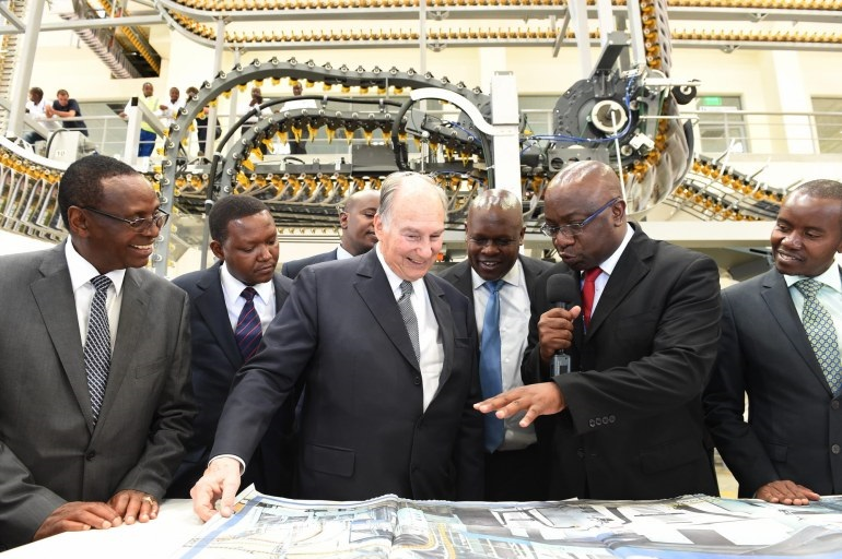 Aga Khan admiring Daily Nation at launching of new printing press in 2016 Barakah