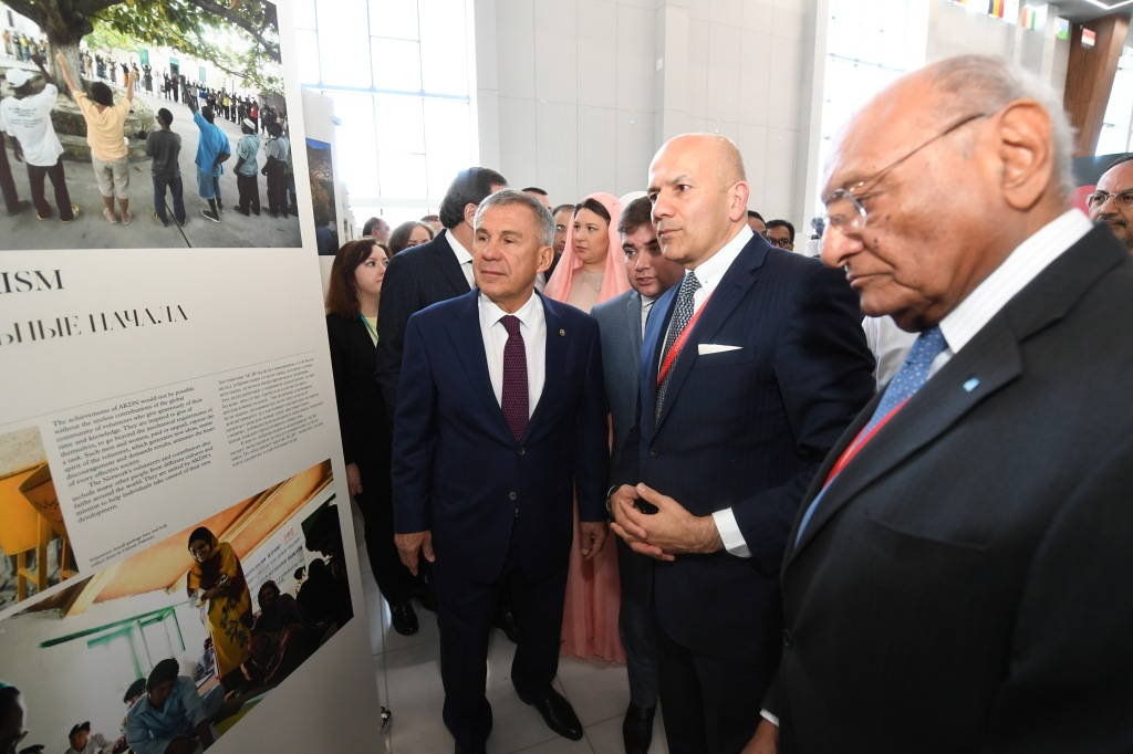 President of Tatarstan, Rustam Minnikhanov, viewing Aga Khan Award for Architecure panel display in Kazan.