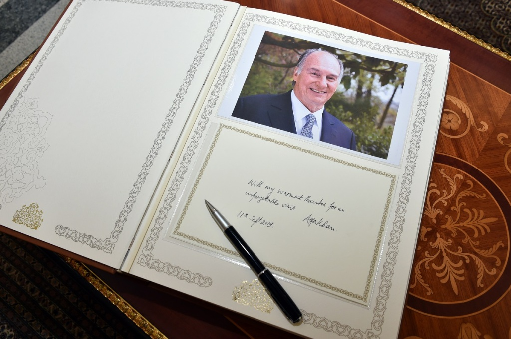 Aga Khan signs visitors book