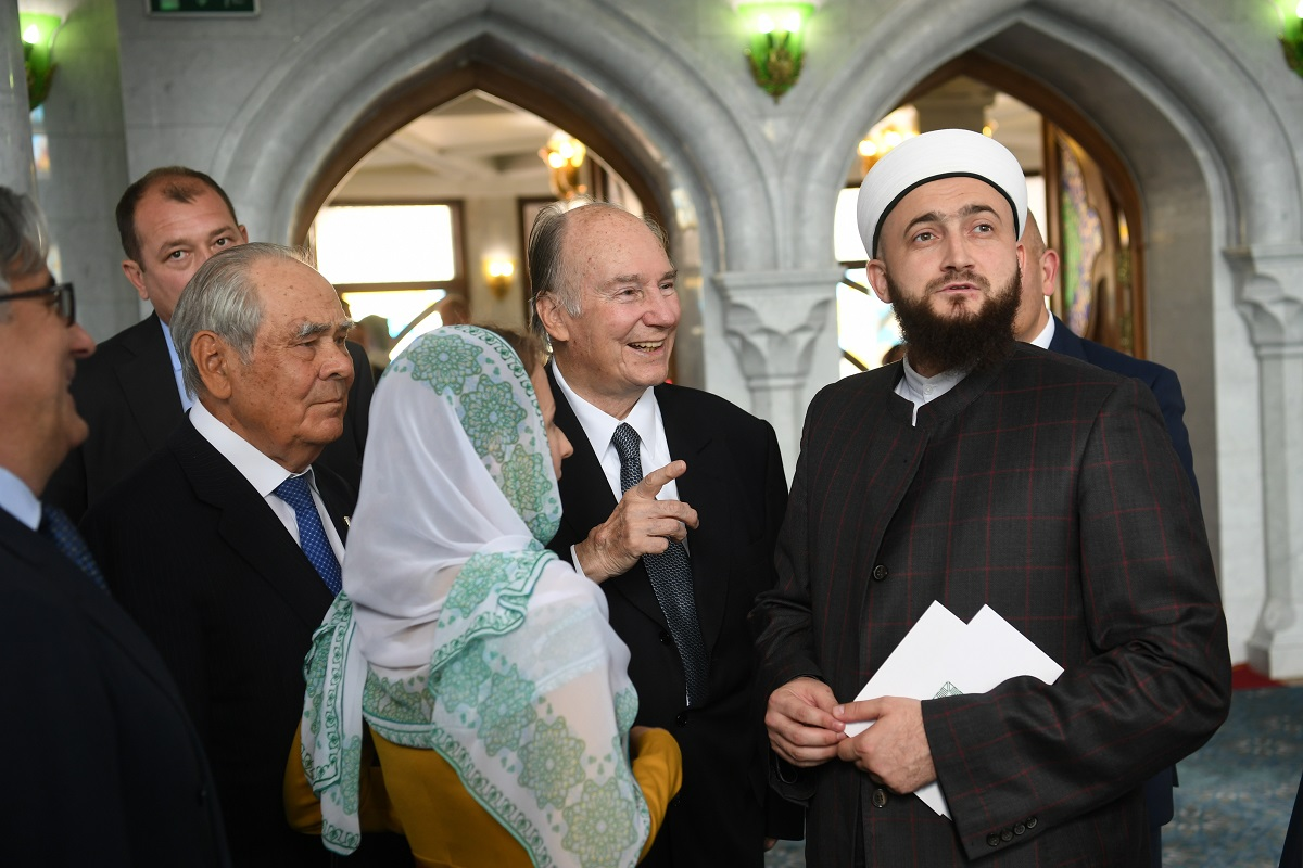Aga Khan tours the Kul Sharif Mosque in the Kazan Kremlin