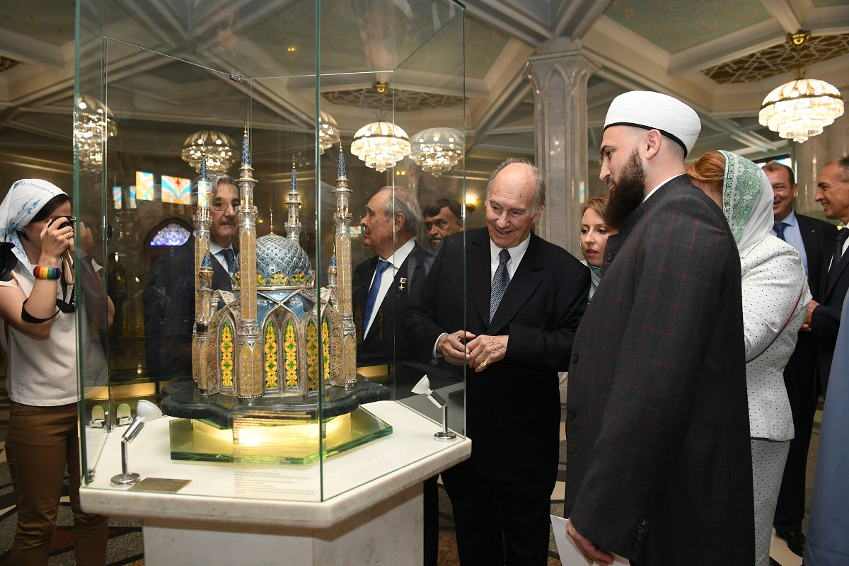 the Aga Khan tours the Kul Sharif Mosque in the Kazan Kremlin