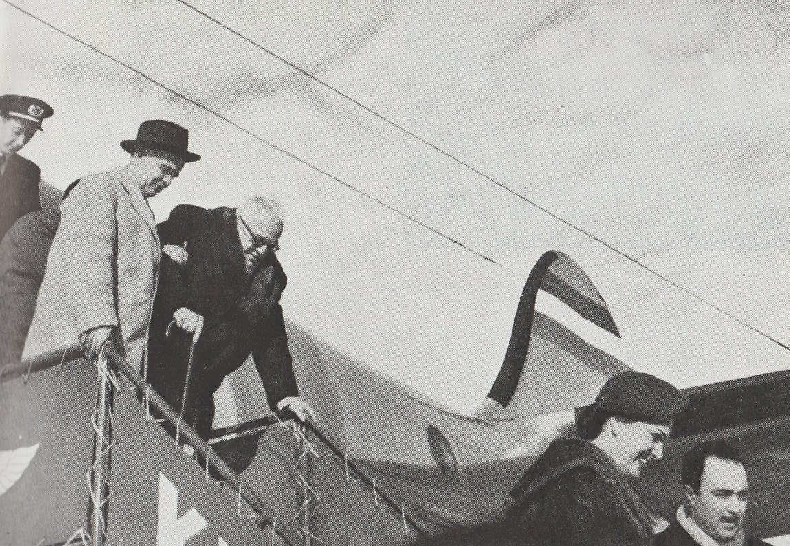 Aga Khan III arrives in Tehran