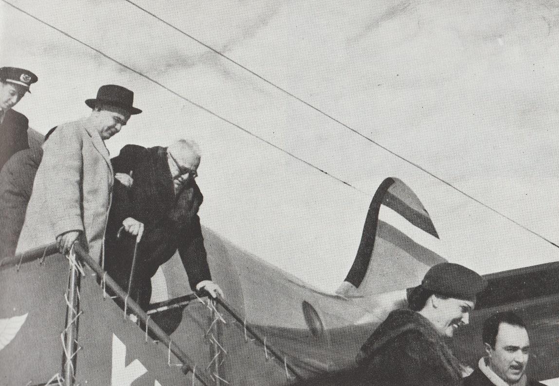 Aga Khan III arrives in Tehran