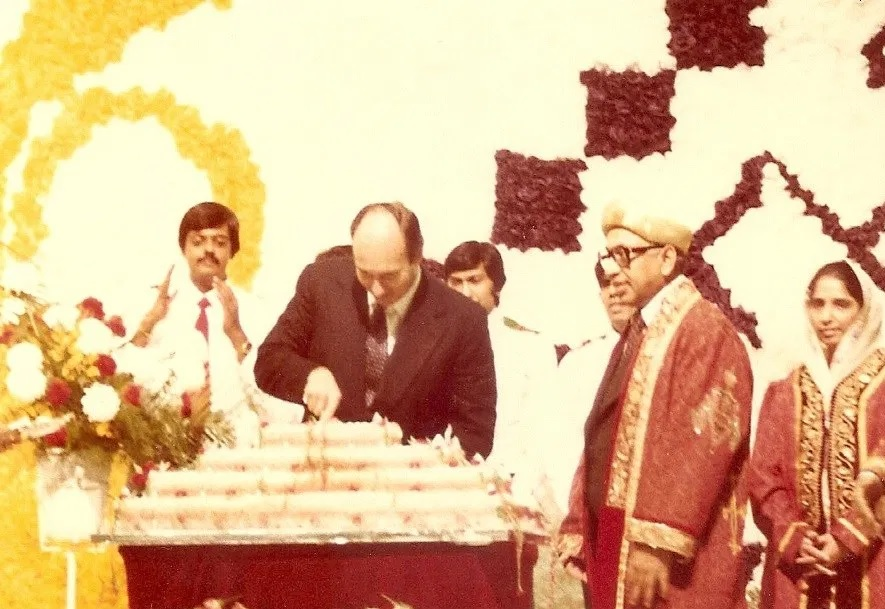 Aga Khan cutting birthday cake in Toronto in 1978.