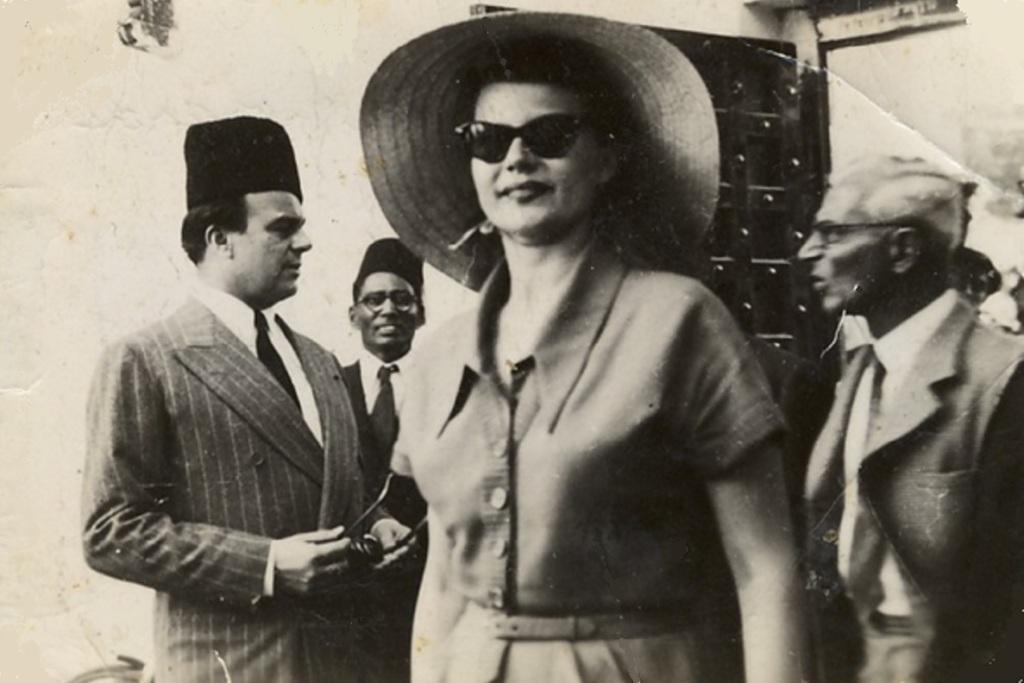 Prince Aly Khan and Rita Hayworth, Mombasa 1951, with ismaili leaders Jindani and Kaderali Patel