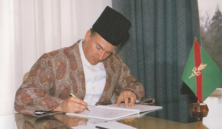 Aga Khan ordaining new Ismaili constitution