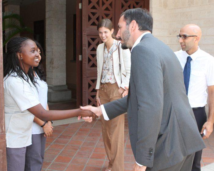 Prince Rahim greets student_2014