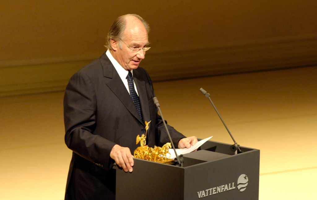 His Highness the Aga Khan gives his acceptance speech after receiving the Die Quadriga 2005 prize in recognition of his life's work in helping the poorest regions of the world. Photo: AKDN / Gary Otte