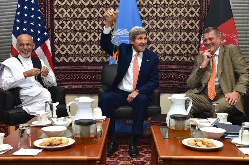 U.S. Secretary of State John Kerry and Afghan presidential candidate Ashraf Ghani