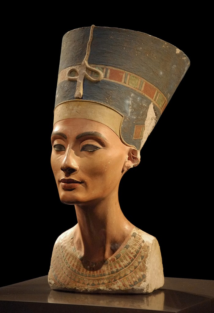 Picture of the Nefertiti bust in Neues Museum, Berlin