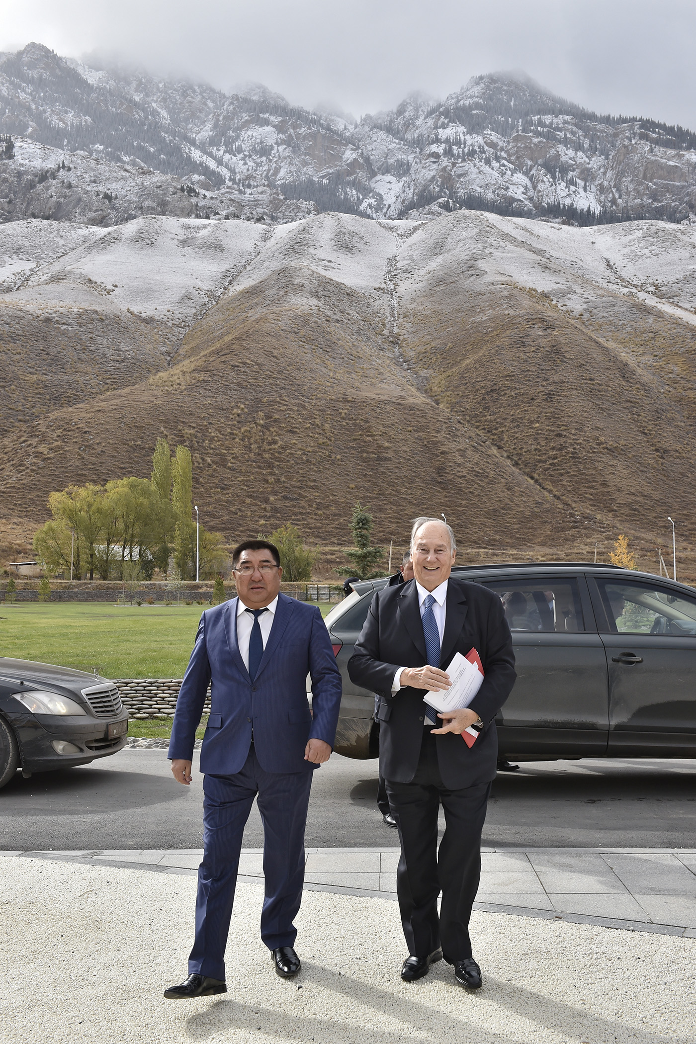 His Highness the Aga Khan, Mawlana Hazar Imam, escorted by Naryn Governor Amanbay Kayipov, arrives to the University of Central Asia Naryn Campus