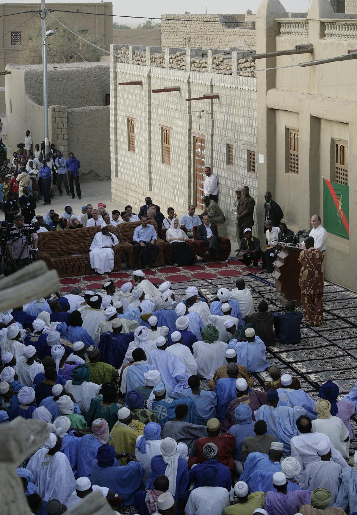 Mali Aga Khan Honours the standard of the Ismaili Imamat