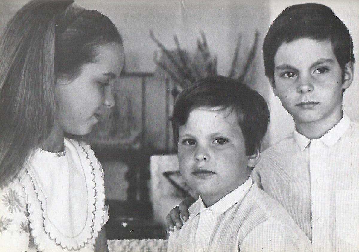 Mawlana Hazar Imam, His Highness the Aga Khan, and Princess Salimah's children Princess Zahra (b. September 18, 1970), Prince Hussain (b. April 10, 1974) and Prince Rahim (b. October 12, 1971). Photo: Bahadur Hirji/Ilm Magazine. barakah.com tribute to prince rahim aga khan